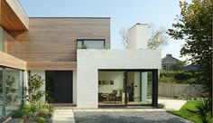 Kathryn Tyler (Grand Designs) beautiful painted bricks and cedar cladding Modern Exterior, Exterior Design, Wall Exterior, Residential Architecture, Architecture Design, Grand Designs Houses, Grand Designs Tv Show, White Brick Houses, White Bricks