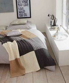 Knitted blanket in a pattern mix – free knitting instructions - Knitting for Beginners Knitted Throw Patterns, Knitted Afghans, Knitted Blankets, Knitting Patterns Free, Free Knitting, Crochet Patterns, Free Pattern, Blanket Patterns, Block Patterns