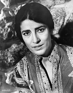 Irene Papas - Actress born in Greece. Irene Papas, Ali Mcgraw, Katharine Hepburn, Hollywood, Greek Art, Important People, Famous Men, Aging Gracefully, Best Actress