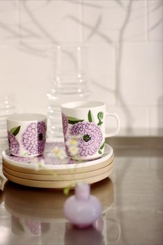 Marimekko Oiva Primavera Becher Liter Violett F/S 20 bei Marimekko, Tableware, Coffee Or Tea, Good Mood, Floral Patterns, Tumblers, Tablewares, Schmuck, Dinnerware