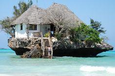珊瑚礁の海に浮かぶ隠れ家!ザンジバルにある水上レストランが今話題に! 3枚目の画像