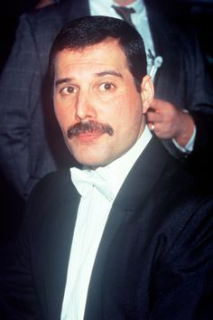 Freddie Mercury – Zdjęcia: 1980-86 | Queen Poland