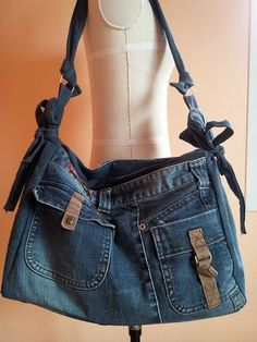 Upcycled Recycled Denim Bag Purse Handicraft by TawanShine Jean Purses, Purses And Bags, Jeans Material, Jeans Recycling, Denim Purse, Denim Ideas, Denim Crafts, Love Jeans, Recycled Denim