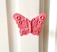 The sweetest little butterfly knob for making your pieces pretty! Metal, antiqued look. Great for drawers or cupboards. Also available in white!