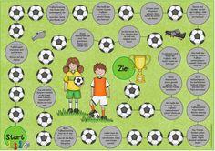 """Spielfeld mit allerlei Aufträgen zum Thema Fußball Heike hat sich einSpielfeld zum Thema """"Fußball"""" für die Freiarbeit gewünscht. Dabei sollte es Wissensfelder und Bewegungsaufträge geben. Das fertige Spiel lässt sich wie ein normales Würfelspiel spielen. Die Kinder würfeln und rücken vor. Wer eine Frage oder..."""