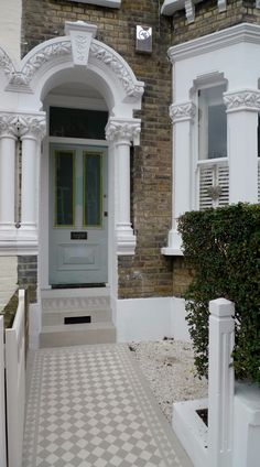 Classic Victorian Front Garden Design Battersea Clapham Balham London Contact anewgarden for more information Victorian Front Garden, Victorian Front Doors, Victorian House, Victorian Terrace Hallway, Georgian House, Victorian London, Victorian Decor, Victorian Fashion, Front Path