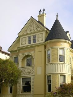 53 Inspiring Modern Victorian Homes Arround The World - Amazing Share Modern Victorian Homes, Victorian Cottage, Victorian Architecture, Victorian Houses, Folk Victorian, Vintage Homes, Yellow Cottage, Yellow Houses, Mellow Yellow