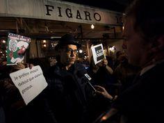 Los Angeles... A Los Angeles, Français et Américains se retrouvent au Figaro Café, et brandissent des panneaux « Je suis Charlie ».  #JeSuisCharlie #Je_Suis_Charlie #I_am_Charlie #IAmCharlie #CharlieHebdo #Charlie_Hebdo #CHARLIE #anti_terrorism