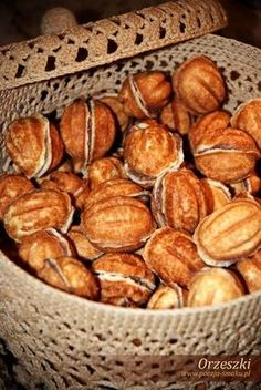'Orzeszki' z nadzieniem Read Recipe by danaweg Georgian Cuisine, Georgian Food, No Bake Desserts, Dessert Recipes, Sweet Pastries, Polish Recipes, Christmas Baking, Sweet Recipes, Baking Recipes