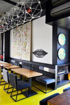현대적요소와 전통적요소의 믹스매치 베이징 패턴 벽돌 와인바 인테리어 스튜디오 Ramoprimo의 인...