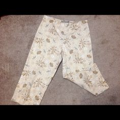 "✂️Last Call✂️Croft & Barrow Size 8P Capris Croft & Barrow capris with flower pattern. 28 1/2"" in length & 15"" across at waist line. Zipper on left side as shown in pic #3. Gently used. No pilling and no stains. Croft & Barrow Pants Capris"