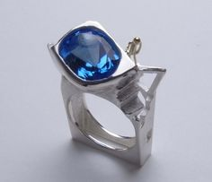 ASAGI MAEDA THE GATEWAY  Ring. 18K gold, sterling silver, blue topaz