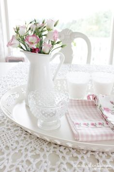 Sweet pitcher of flowers, vintage, country coffee time Shabby Chic Kitchen, Shabby Chic Cottage, Vintage Shabby Chic, Shabby Chic Homes, Cottage Style, Cozy Kitchen, Vintage Country, Estilo Shabby Chic, Shabby Chic Style