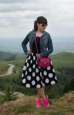 polka dots midi skirt, nike footwear and fuchsia pops
