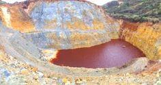 Furtei (Sardegna), vuoto di cava colmo di acqua acida (Foto Zonca)