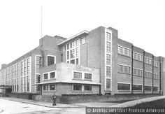 Emiel Van Averbeke, bruggenbouwer tussen art nouveau en modernisme. Schoolgebouw, Pestalozzistraat in Antwerpen (1930). photo credit: Architectuurarchief Provincie Antwerpen, found on the website: http://www.debalansvanbraem.be