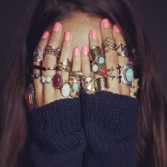54 Hot Handscapes: How To Wear Stackable And Midi Rings With Style - sofeminine