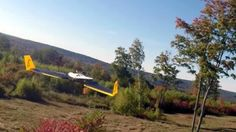 Crean un dron que esquiva obstáculos de forma automática a una velocidad 50Km/h     Un estudiante ha creado un algoritmo que permite a los drones volar entre los árboles a casi 50 kilómetros por hora sin chocar con ellos  El investigador del Laboratorio de Ingeniería Informática e Inteligencia Artificial del MIT Andrew Barry ha desarrollado un sistema de detección de obstáculos que permite a un avión no tripulado esquivar de manera autónoma obstáculos en medio de un entorno desconocido y a…
