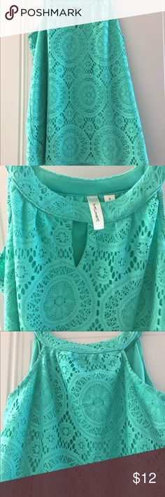 """Woman's tank top sz small Woman's top sz small by tacera. Excellent condition. Any ?'s feel free to ask. Really cute I liked how it fit when I was pregnant but now it's a little more flowy than I like cute with leggings.  I'm 5'3"""" and 100# Tops Tank Tops"""