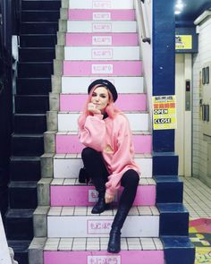 marzia bisognin sitting down Marzia And Felix, Marzia Bisognin, Blake Steven, Girl Gang, Role Models, Style Icons, Beautiful People, Style Me, Pop Culture