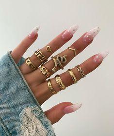 Hand Jewelry, Cute Jewelry, Jewelry Accessories, Fashion Accessories, Jewelry Rings, Fashion Rings, Fashion Jewelry, Accesorios Casual, Cartier Love Bracelet