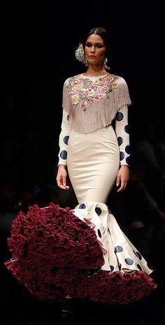 2016 Flamenco Dress by Ernesto Sillero News Fashion, Fashion Mode, Fashion Art, Runway Fashion, Fashion Show, Gypsy Dresses, Gala Dresses, Dance Dresses, Flamenco Costume