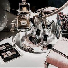 Makeup Brands Morphe - new_make_up_pintennium Cosmetics & Perfume, Makeup Cosmetics, Makeup Storage, Makeup Organization, Rangement Makeup, Perfume Display, Perfume Tray, Beauty Corner, Make Up Organiser