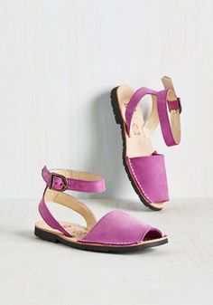 With friends in town, you're eager to don these bright purple sandals and show 'em your spots! Don't be shocked if they pay more attention to your footwear, though. Clad in their durable leather straps, comfy footbeds, and treaded soles, you'll be leading your pack like the coolest guide in town!