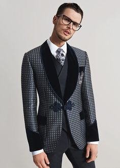 dolce and gabbana winter 2016 man collection. Buy Dolce & Gabbana with up to… Designer Suits For Men, Designer Clothes For Men, Mens Fashion Suits, Mens Suits, Mode Cool, Smoking Jacket, Dolce And Gabbana Man, Well Dressed Men, Gentleman Style