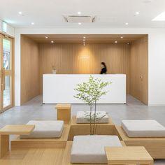 Clinic Interior Design, Modern Home Interior Design, Lobby Interior, Clinic Design, Cafe Interior, Waiting Room Design, Hospital Architecture, Home Gym Decor, Industrial Office Design