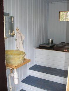 Ulkovessa | Meidän Mökki. Outdoor toilet in Finnish cottage.