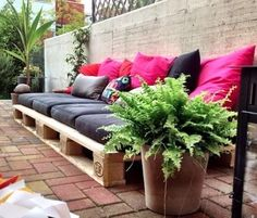DIY Pallet Couch – Attractive Addition for Outdoor Living Room – Pallet Furniture Diy Pallet Couch, Pallet Furniture, Furniture Projects, Garden Furniture, Outdoor Furniture, Pallet Wood, Wooden Pallets, Garden Sofa, Pallet Bench