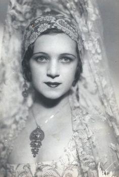 Vintage postcard showing Mantilla comb and veil