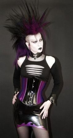 Top Gothic Fashion Tips To Keep You In Style. As trends change, and you age, be willing to alter your style so that you can always look your best. Consistently using good gothic fashion sense can help Deathrock Fashion, Punk Fashion, Gothic Fashion, Fashion Outfits, Fashion Tips, Fashion Clothes, Style Fashion, Nu Goth, Dark Beauty