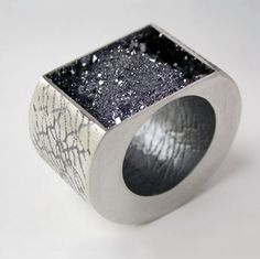 Google Image Result for http://www.dazzle-exhibitions.com/images/postprocessed/hollow_ring6805_1.jpg