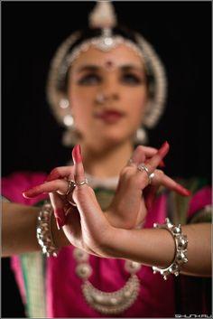 World Ethnic & Cultural Beauties Folk Dance, Dance Art, Indian Classical Dance, Mudras, Indian Music, Dance Photography, Silhouette Photography, Dance Poses, Just Dance