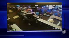 Usando El Arma De Su Asaltante, Un Hombre Es Texas Evitó Ser Atracado En Su Tienda