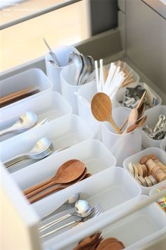 Muji Storage, Diy Kitchen Storage, Home Organisation, Kitchen Organization, Muji Home, Muji Style, Ideas Para Organizar, Wardrobe Storage, Minimalist Room