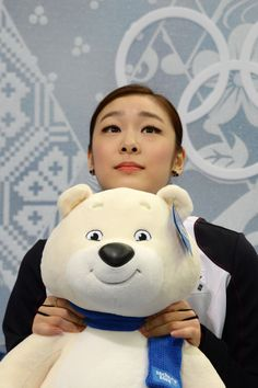Yuna Kim waited for her score during the figure skating finals, she should have gotten gold!!
