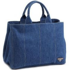 ideas to use old jeans purseGood for an everyday bag. Cute in a smaller size.A jean bag is a jean bag. Who cares about brands. Denim Tote Bags, Denim Handbags, Denim Purse, Quilted Handbags, Tote Purse, Jean Purses, Purses And Bags, Recycle Jeans, Fabric Bags