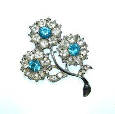 Vintage 50s Crystal Brooch / Flower Brooch by BreesVintageRevivals, $6.00