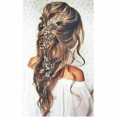 Penteado mara que encontrei no ig @reallybride perfeito para casamentos ao ar livre!! Mais alguém amou??
