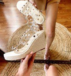 Jelly Sandals, Wedge Sandals, Wedges, Style Inspiration, Selfie, Boutique, Mirror, Sneakers, Shopping