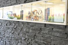PANELPIEDRA Wandverkleidungen für Ladenbau. Wandpaneele Steinoptik - Brick Ziegelsteinoptik - Betonoptik - Vintage Optik garantieren einzigartige und maximale Kundenatmoshere - täuschend echt - schnellste Montage - EINFACH ANGSCHRAUBT. über 1000 realisierte Projekte. Besuchen Sie unsere Webseite www.xstein.ch Montage, Aquarium, Flat Screen, Painting, Chalkboard, Countries, The Netherlands, Blue Prints, Jewelry Storage