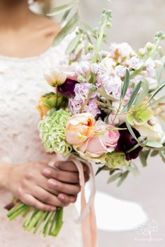 Bridal bouquet by Judith Slagter / Photo bij Blooming Picture / www.judithslagter.nl