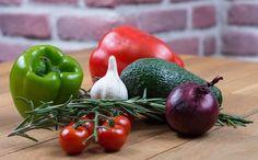 Lilahagyma hatása – bármely hagyma fogyasztása számos jótékony hatással bír, már a népi gyógyászatban is előkelő helyet foglalt el ez az egészséges növény. Healthy Foods To Eat, Healthy Life, Healthy Recipes, Smoothies For Kids, Workout For Flat Stomach, Fresh Garlic, Fresh Basil, Eat Fruit, Health Snacks