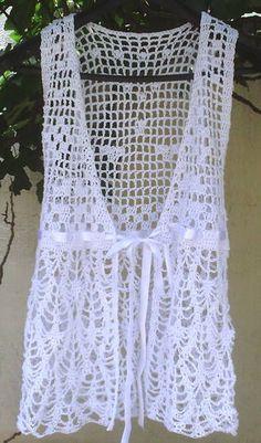 Lindo vestido branco em crochê, pode se usar de duas maneiras diferentes, 1 amarradinho na frente, ou transpassado... fica super na moda indicada para mulheres e senhoras, super discreto, indicado para as meninas... da para usar de vestidinho ou coletinho. Sob encomenda todas as cores e tamanhos EXCLUSIVIDADE MIMOS DE SILVINHA R$ 179,90