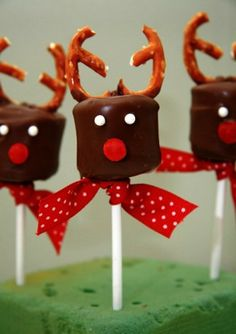 Home made reindeers christmas party ideas for kids (christmas food party ideas seasons) Christmas Dishes, Christmas Snacks, Christmas Cooking, Noel Christmas, Christmas Goodies, Holiday Treats, Christmas Gifts, Christmas Decorations, Reindeer Christmas