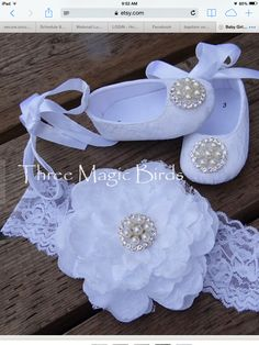 How to make baby shoes with pearls? 3 – maallure Choosing christening gowns for … Baby Set, Baby Girl Shoes, My Baby Girl, Baby Snow White, Christening Shoes, Baby Dedication, Baby Blessing, Crib Shoes, Doll Shoes
