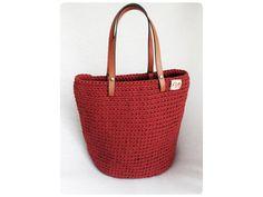 Veľká univerzálna taška stvorená na akúkoľvek príležitosť.  Materiál: špagátová priadza a kožené uchá  Veľkosť: v 35cm, š 36cm, h 17  Uchá: na rameno,alebo do ruky  Farba: medená Straw Bag, Bags, Fashion, Handbags, Moda, La Mode, Dime Bags, Fasion, Lv Bags